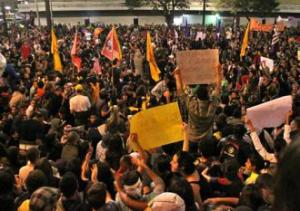 Taking to the streets in São Paulo to protest public transit fare hikes (Sean Purdy)